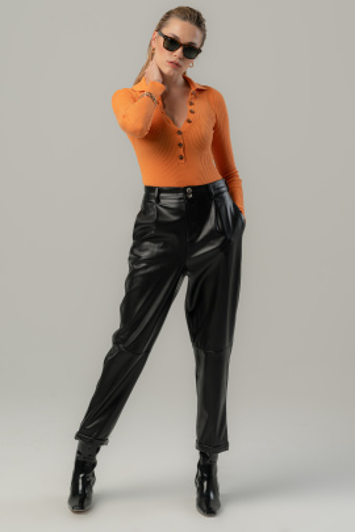 Siyah Düğmeli Pantolon